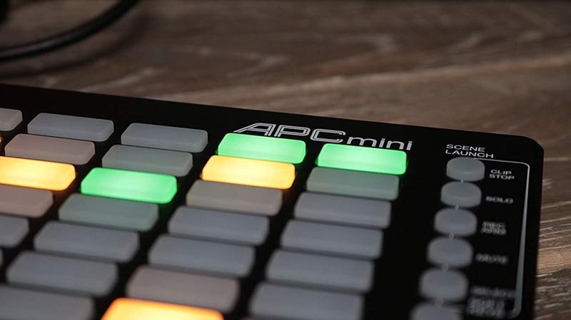 avis - AKAI Professional APC MINI Contrôleur MIDI Ultraléger pour Ableton Live