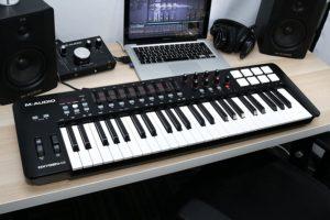 avis - M-Audio Oxygen 49 IV – Clavier Maître MIDI 49 Touches avec 8 Pads Sensibles